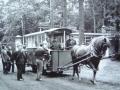 Zdjęcie przedstawiające starą kolejkę konną 4