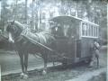 Zdjęcie przedstawiające starą kolejkę konną 6